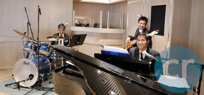 Silversea Contemporary Trio plays in the Panorama Lounge before dinner | Silversea Silver Muse | CruiseReport