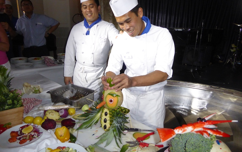 Chef Loi shows how to create an owl from a pineapple