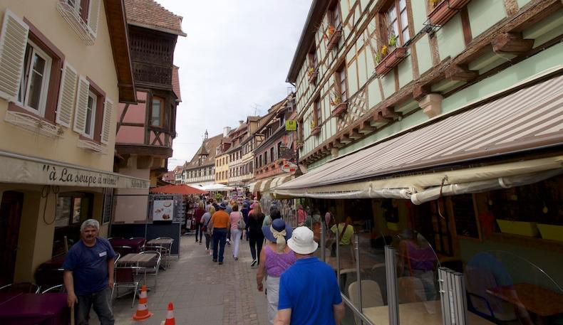 Walking through the streets of Obernai