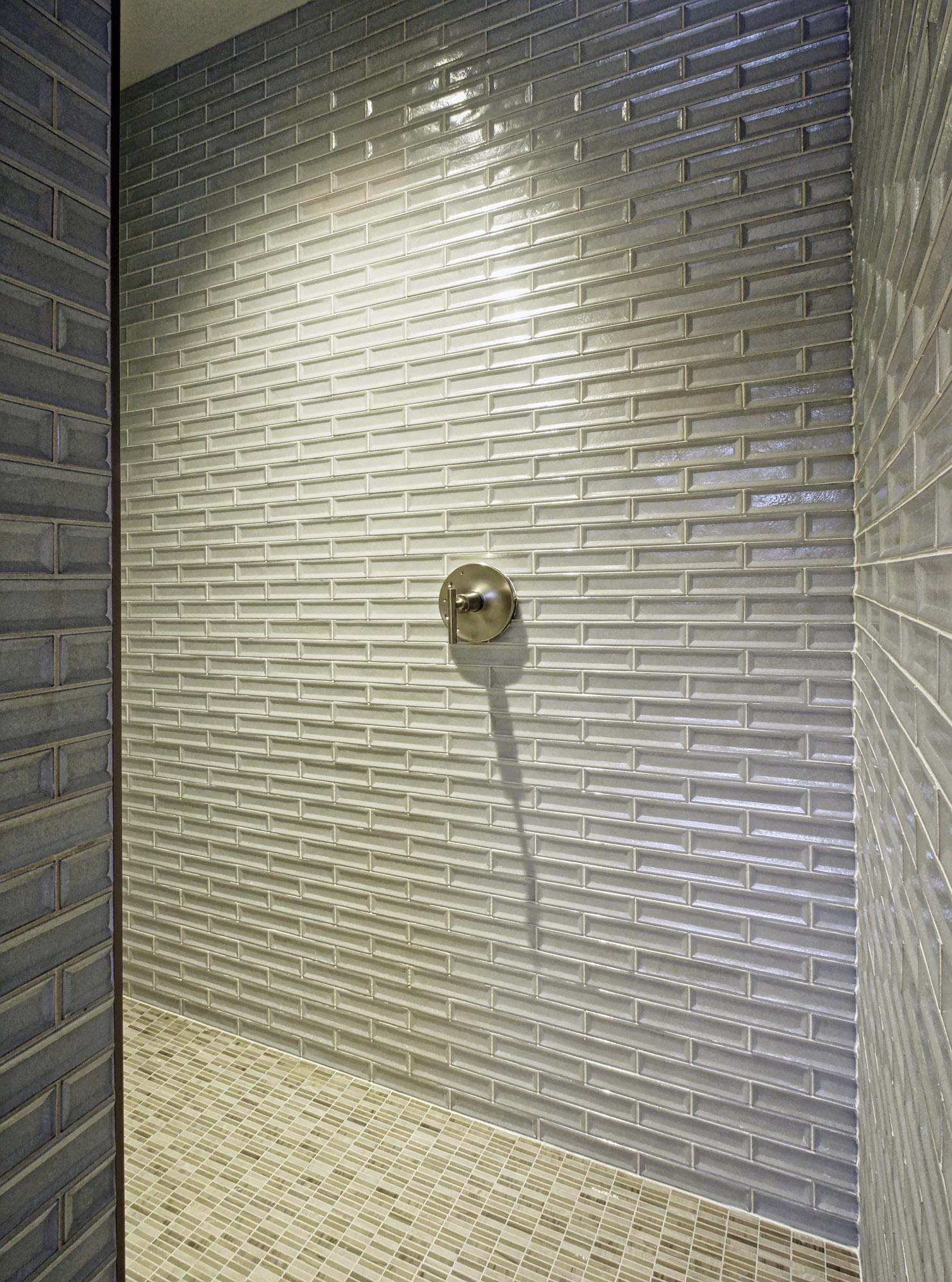 shorecliff20 bath3.jpg