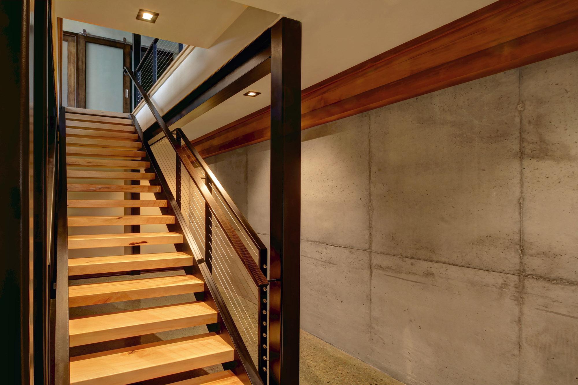 shorecliff21 bsmt stair.jpg