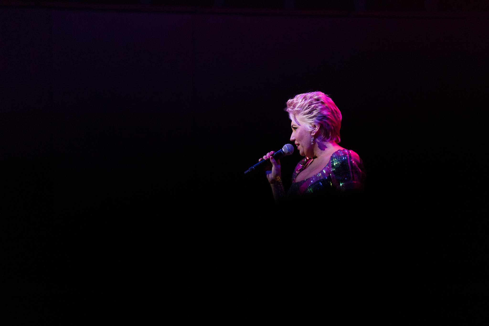 Spotlight on Melinda Schneider as she sings