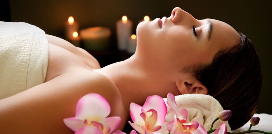 Aromatherapy Facial - SKIN TYPES: ALL SKIN TYPESThis healing facial is the best for maintenance and healing. This balanced treatment cleanses, exfoliates and moisturizes the skin- allowing for renewal and regeneration. Great for people who want to maintain skin quality and first time facial experiences.BEST FOR: FIRST TIME FACIAL , MAINTENANCE60 MIN SESSION- $60SERIES OF 10 SESSIONS: $540