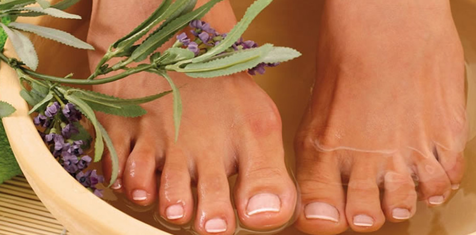 Reflexology Foot Massage+ Detox Combo - This therapeutic treatment is the best of our reflexology and our unique detox system. Relieves tension while simultaneously ridding the body of daily toxin buildup and stress.1 HOUR SESSION: $35