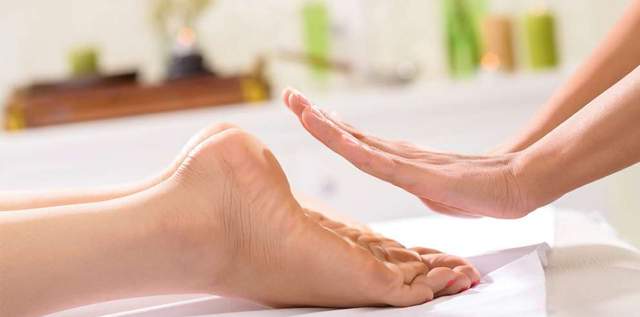 Reflexology Foot Massage - Our therapist foot massage combines the best of reflexology and acupressure massage to give you a healing treatment for those long hours on your feet. This treatment is sure to leave you feeling as if you are walking on clouds!1 HOUR SESSION: $25