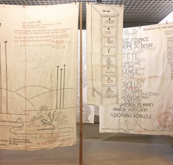 """Vue de l'installation """"Étendoir d'émotions"""", Julio Villani."""