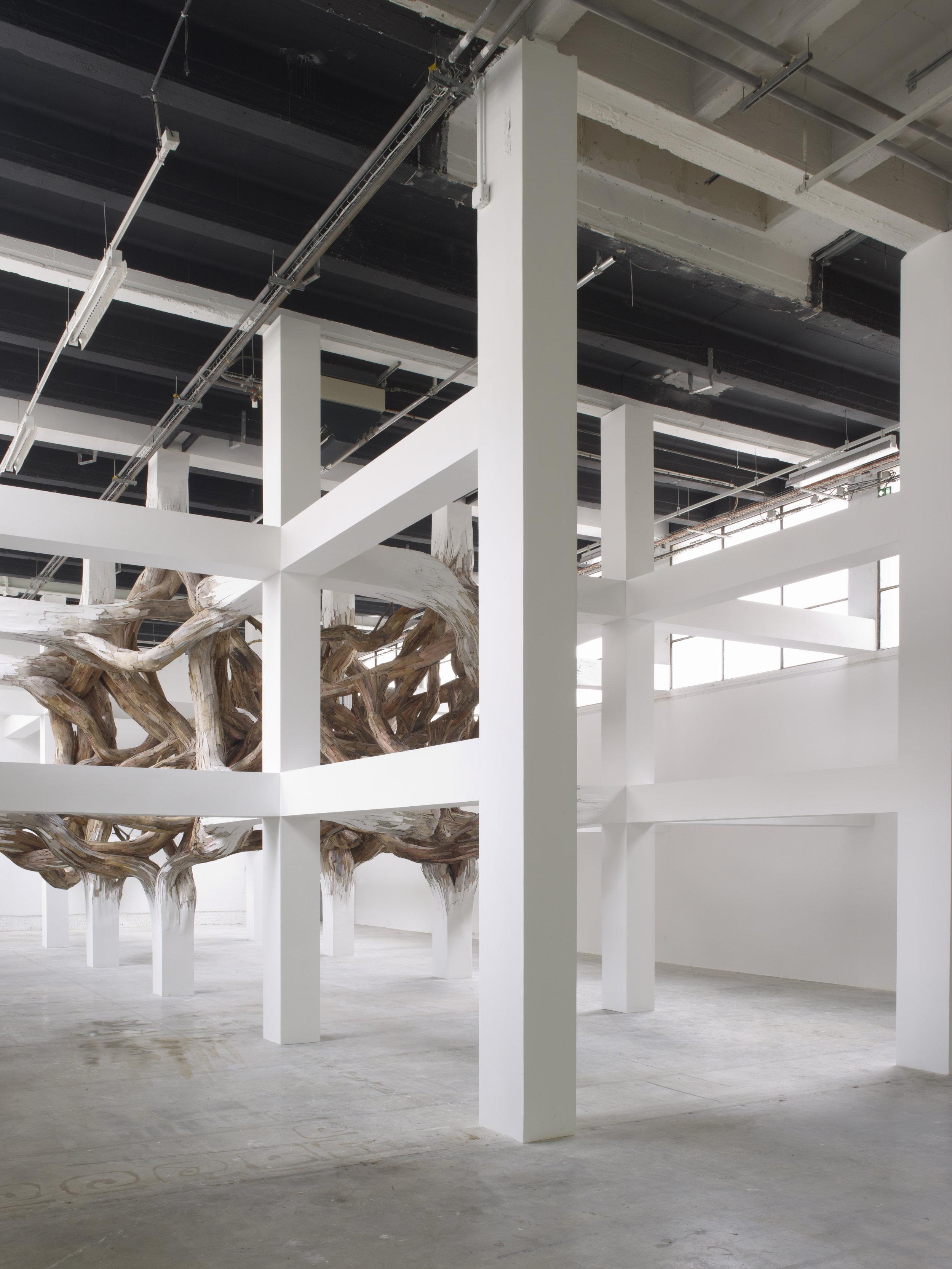 """Henrique Oliveira's exhibition """"Baitogogo"""". Palais de Tokyo."""
