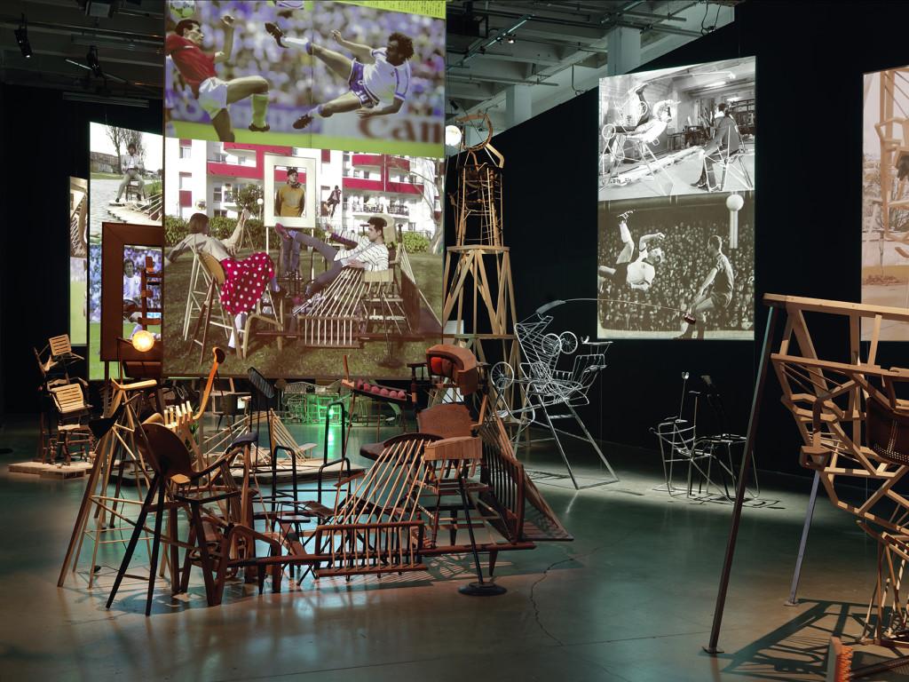 Image: Vue de l'exposition de Taro Izumi, « Pan », Palais de Tokyo (03.02 – 08.05.2017). SAM Art Projects. Courtesy de l'artiste et Galerie GP & N Vallois, Paris. Photo : André Morin
