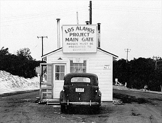 Los_Alamos_Main_Gate_(2).jpg