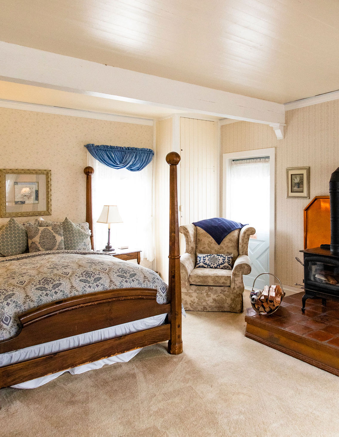 Cozy Rooms, 5 with Fireplaces -