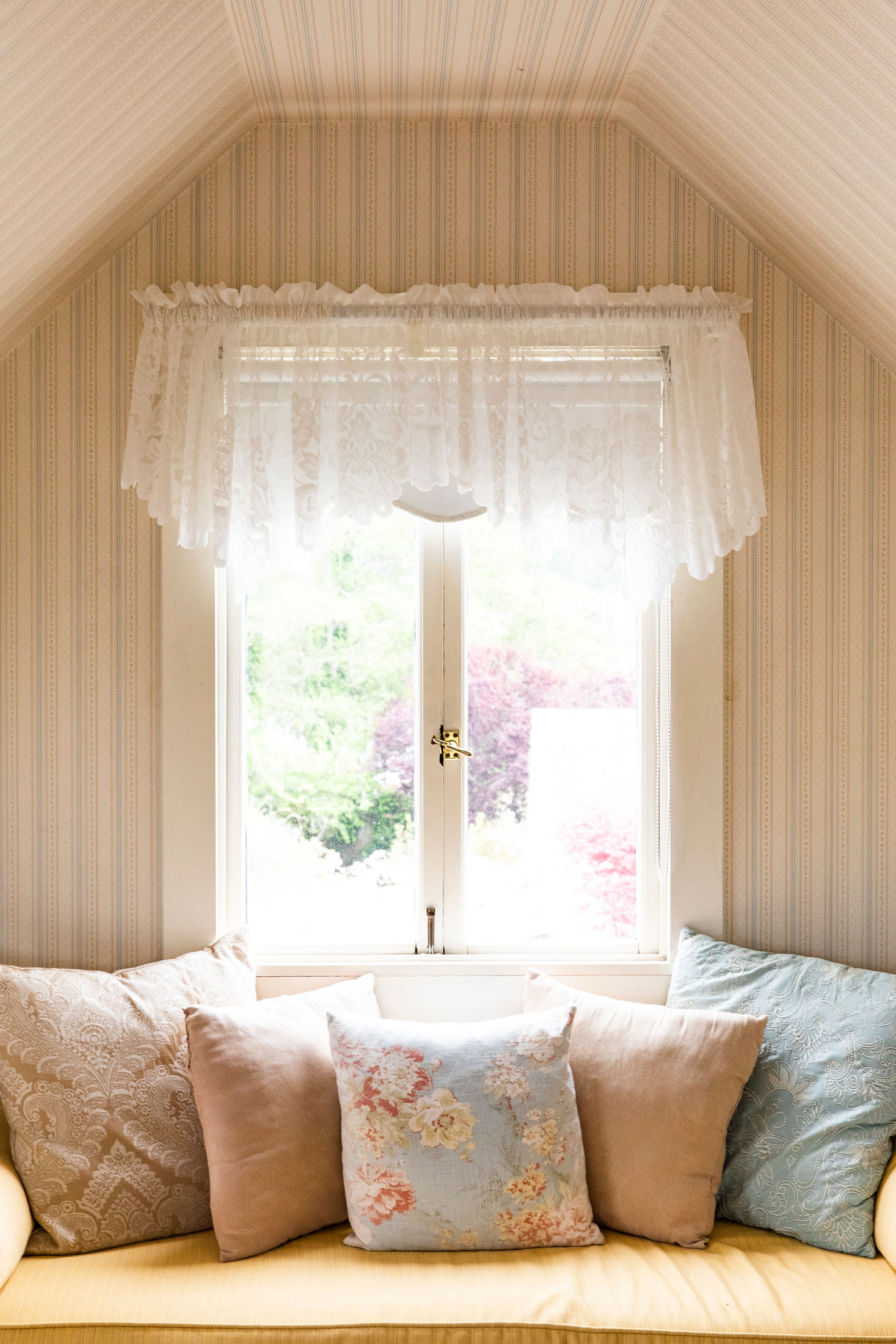 Cozy rooms with antique furnishings and vintage details welcome travelers from around the world to Mendocino's Bed & Breakfast, Headlands Inn