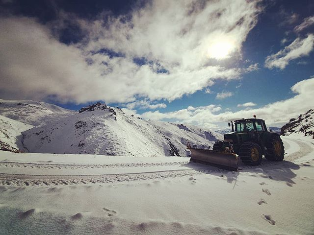 At this stage we are looking to open tomorrow and Sunday, this will be weather dependent and an update will be posted tomorrow morning.  If we open chains will be required on all vehicles from the old carpark.  #skitheclubbies #skihanmer #ski #nzmustdo #nzclubfields #nz #nzclubbies #hanmerspringskiarea #hanmersprings #christchurchnz