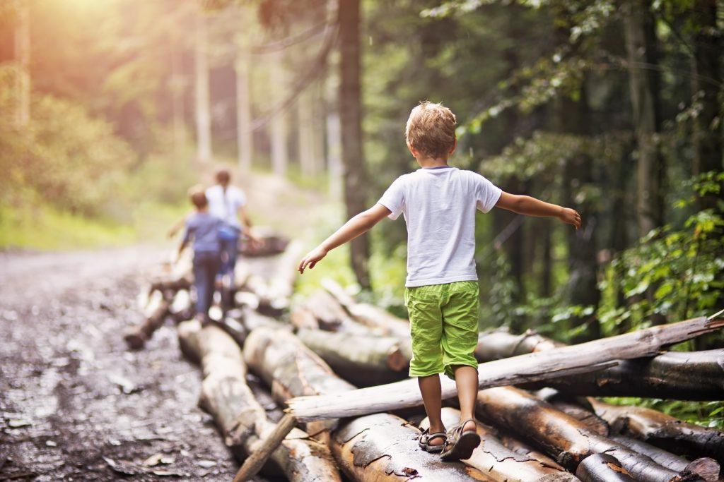 kids hiking.jpg