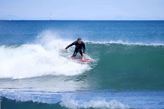 Small but fun conditions today to try out the 5'0 demo fish 🤙🏼 . . .  #surfer #surfinglife #surfboardartwork #surfboardartist #glassingsurfboards #handshaped #handshapedsurfboards #handshaping  #perth #westaustralia #wa #fish #perfectwave
