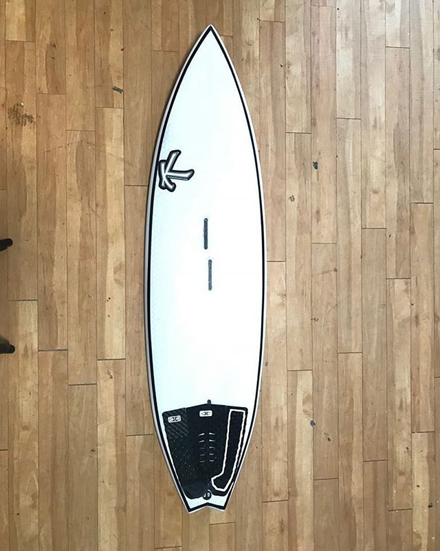 🔥 New #Katana Kiteboard, Clean #Hexalon #Epoxy over PU Foam. _ New custom models starting @ $850 🤩 Get em' before the season kicks off!! _ #pu #kite #kiteboarding #board #boarding #kiting #kiters #kitesurfing #surfing #surf #surfers _ @kiteboardingaus @dakhlariderskiteschool @tenerifekitesurf @freedomkitemag