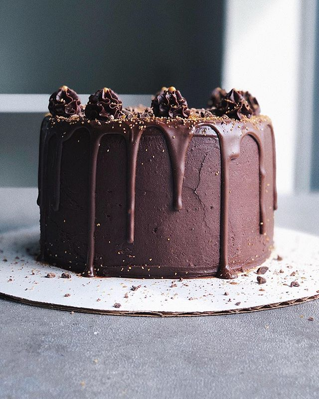 chocolate drip cake ✨