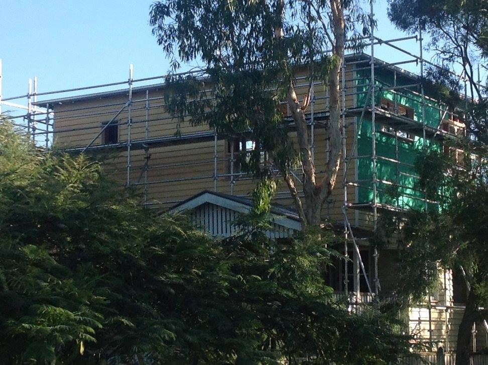 Closer look as the cladding process.