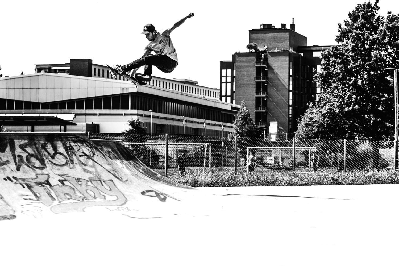Freestyle_ch_Skate_Jump_BW.jpg
