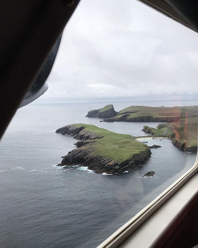 Flying to Fair Isle takes just 25minutes from Tingwall airport and gives wonderful views down Shetland. Catching those first glimpses of the isle are incredibly exciting! #fairislestudio #creativeresidency