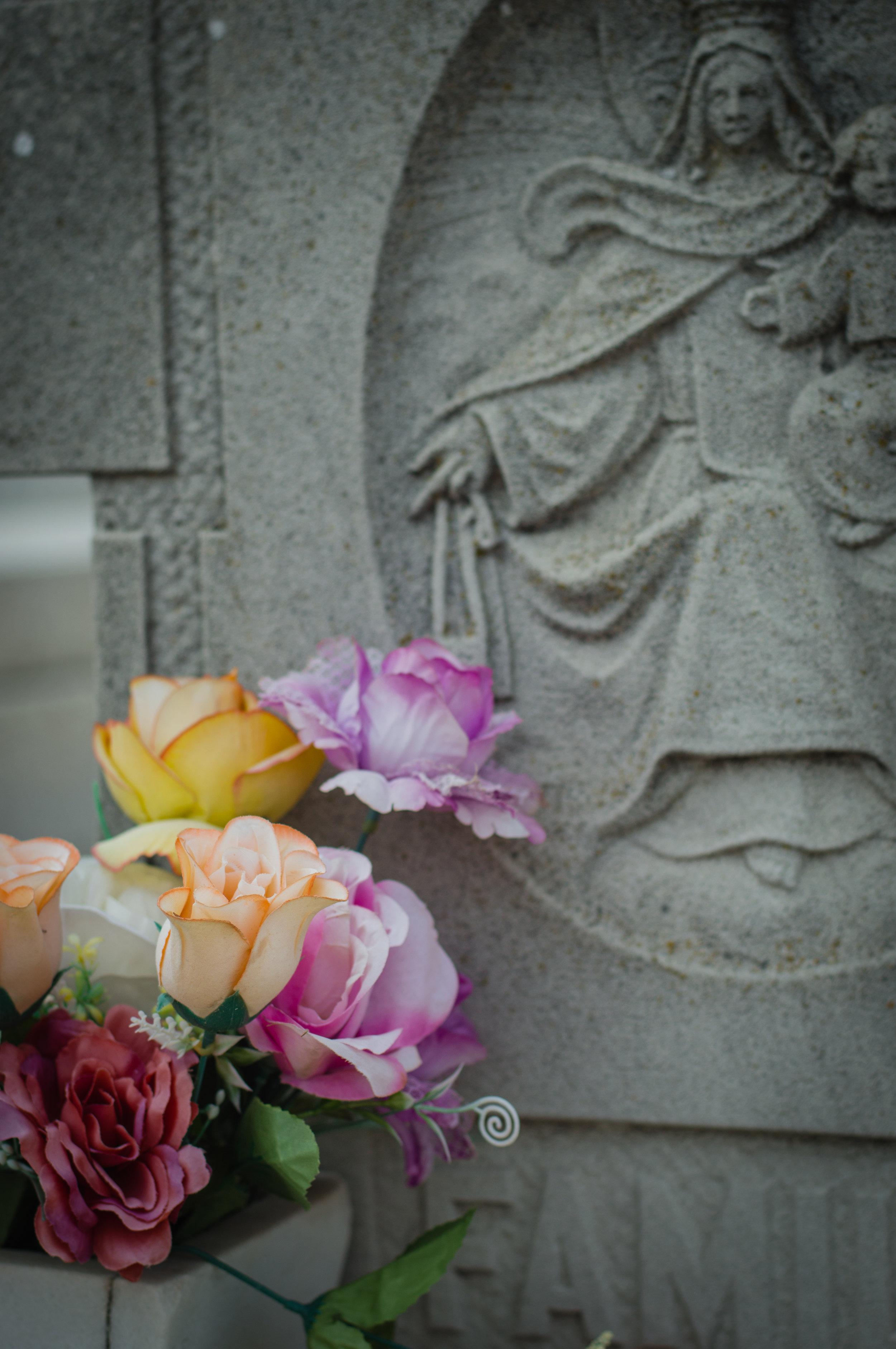 Flores en el cementerio (6 de 18).jpg