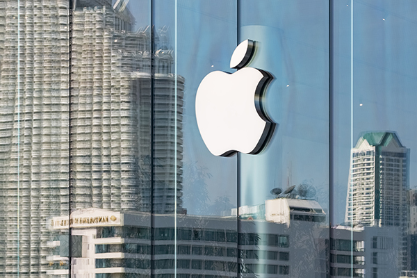 Logo of Apple Inc. on a Apple store | Photo bigstock.com