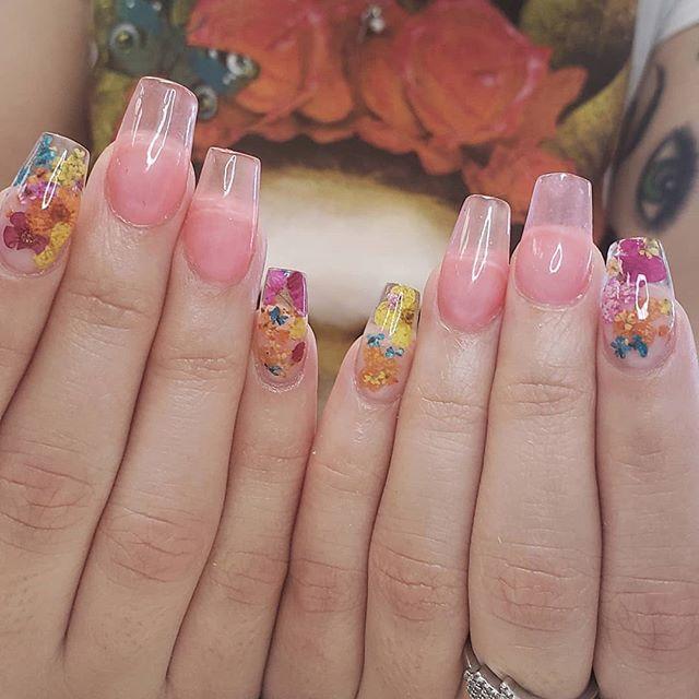 💙💜💗Jellies & Florals🌺🌻🌼 . @kiaraskynails Jelly Polish . . . . . #kassavalife #thesacrednail #nailart #driedflowers #jellyfam #916nails #sacnails #caliplug #jellybelly #tropical #frida #bohostyle #californiagirls #bayarea #floweraddict #nailpro #nailsmag #sacramentoart #coffinnails #jellynails #midtownsac #elkgrovenails #bayarealife #thebay #summervibes #mexicali #puertovallart #blackgirlsdonails #buyblacksac #editorialphoto