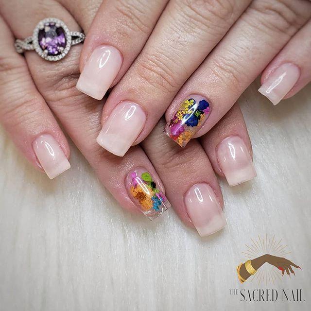 🌺🌺 Mexican Vacay 🌺🌺 . . . . . . #thesacrednail #kassavalife #vacaynails #elkgrove #sacramento #vogue #sacramentonails #916nails #hibiscus #tropical #driedflowernails #gelx #nailpro