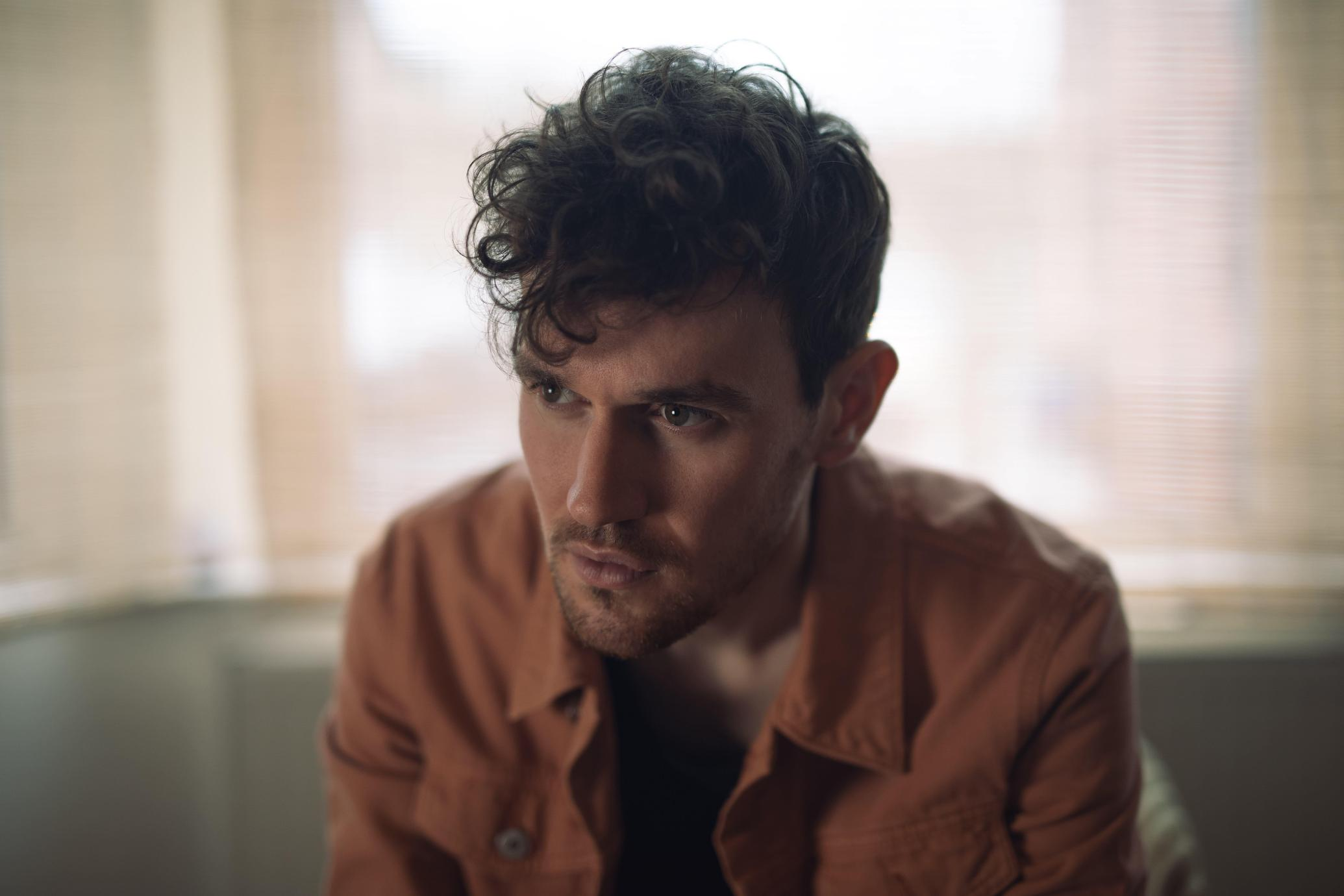 UK singer/songwriter Tommy Ashby discusses his sound, songs and the inspirations behind his new Golden Arrow EP