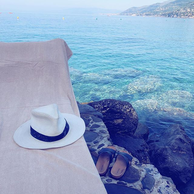 "Today, I came across a post on Instagram saying: Don't let the Internet rush you, people rarely post their failures"". Which made me think of my day and the picture I had chosen: What you see is a sunbed by the beautiful Mediterranean sea💦☀️ And of course that was part of my day. But what Instagram doesn't show is the countless times I had to run to the ladies room due to a stomach that can't handle pasta (when in 🇮🇹 🙈) the rash on half my face and neck due to the strong sun, or my argument with Johan because he hates taking pictures on vacation📸🤷🏼‍♀️I had a wonderful day, but like everyone else's there are ups and downs. Just a friendly reminder that Instagram only shows us a fraction of our lives (and rarely a toilet-selfie)🙈💋"
