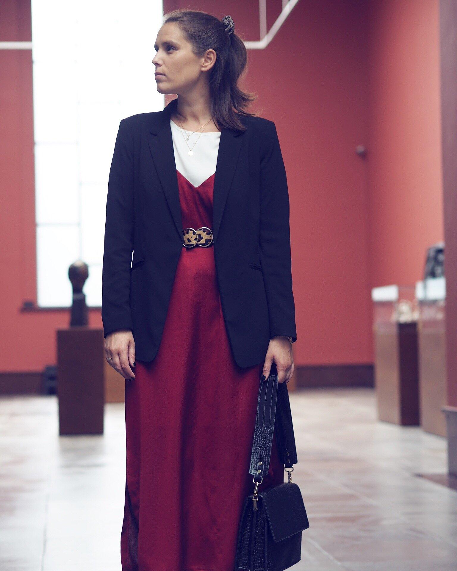 Dress: Lindex - Belt: River Island - Purse: Amica Studios // Photo cred: Nina Isabell Abrahamsen