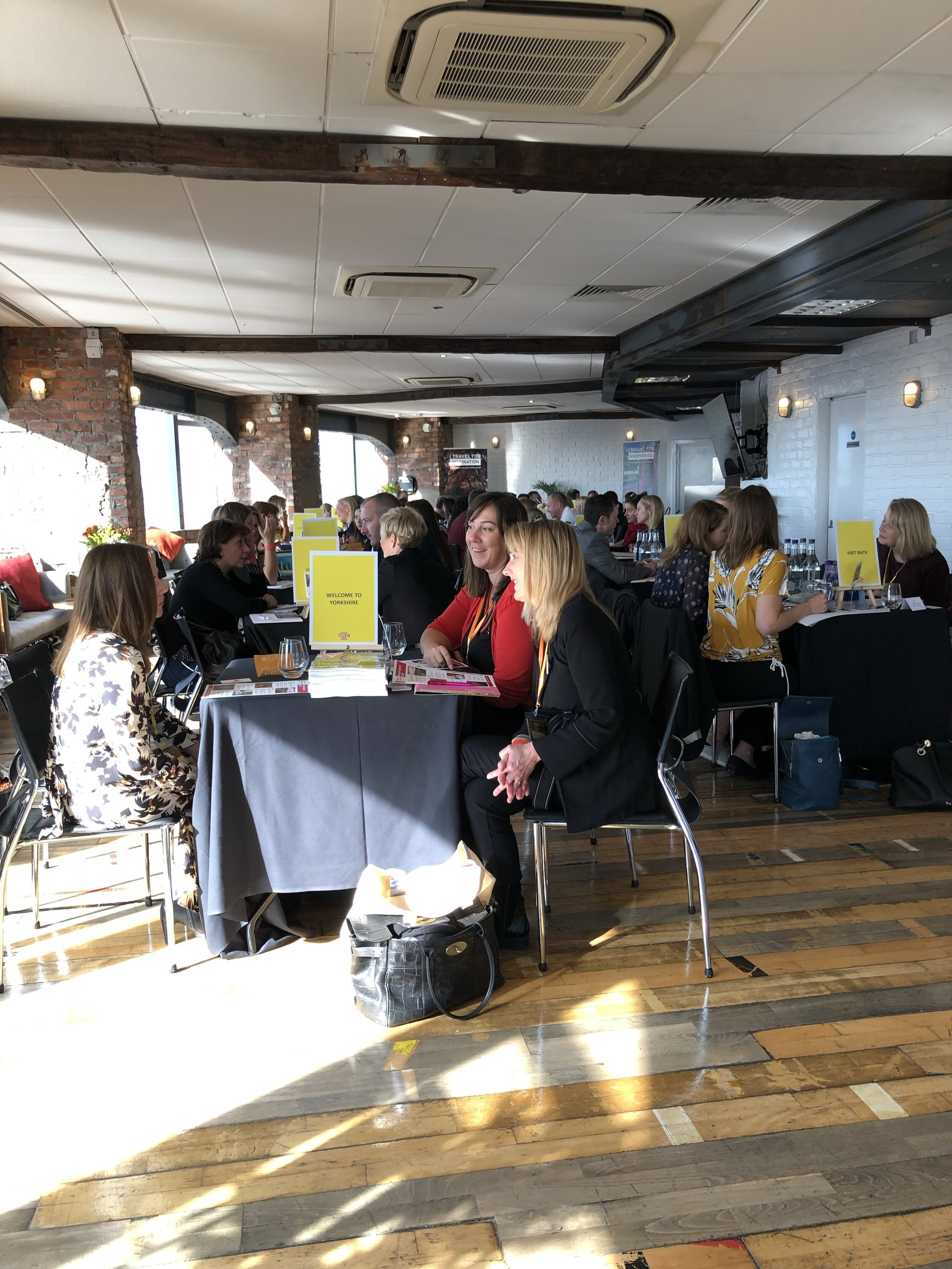Speed-dating! An intense but efficient way to create contacts