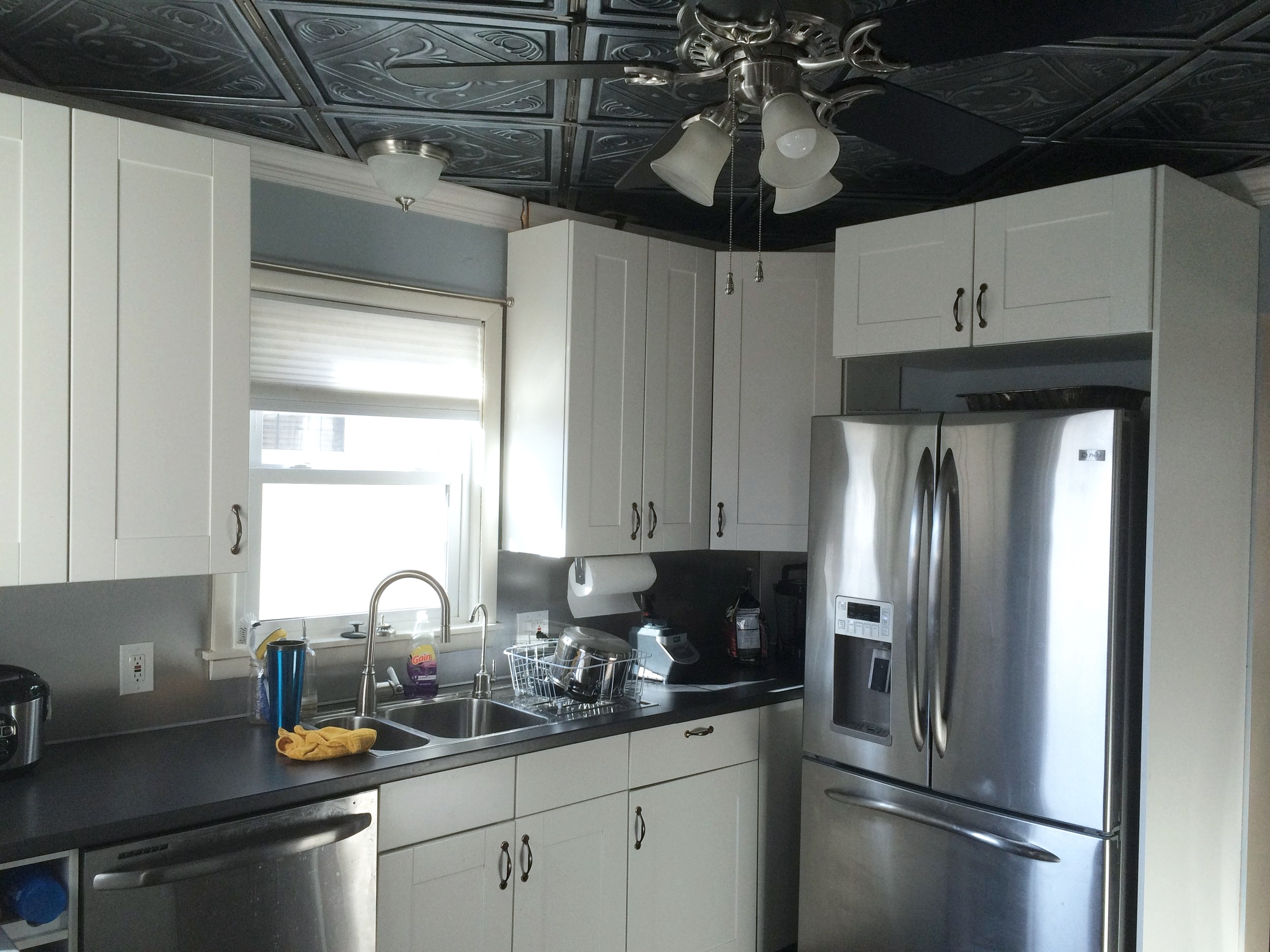 Spacious kitchen with tin ceiling and top-end appliances.