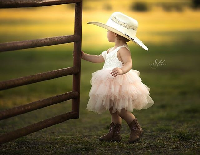 Dont worry....Its a farm girl thang.  #kidsmood #galleryoflightfeature #thesincerestoryteller #cpcfeature #pixel_kids #theartofchildhood #thehonestlens #dearest_viewfinder #hellostoryteller #pixelart #best_photo_kids #kidsphotographer #allthingsofbeauty #kidstyle #galleryoflightfeature #naturallight #photooftheday #portraitvision #farmgirl #simplychildren #sherihubbsphotography #500px #magicofchildhood #awardwinning #pursuitofportraits #justgoshoot #fstoppers #oregonphotographer #eugeneoregonphotographer #springfieldoregonphotography