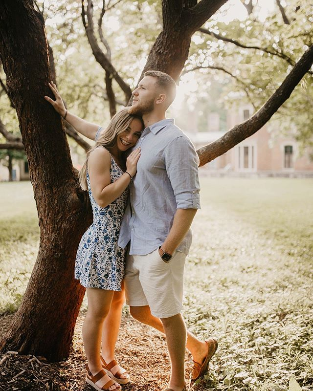 Nothing makes me happier than two people in love and perfect lighting 🌞 • • • • • • #engagementphotos #wedding #weddingphotography #bride #muchlove_ig #engaged #dirtybootsandmessyhair #love #explorepage