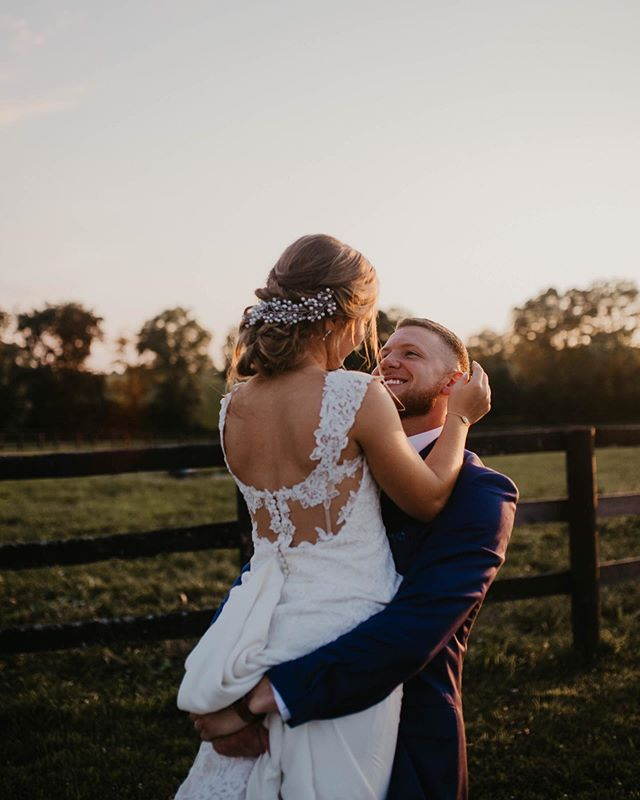 Don't mind me just still obsessing over these two • • • • • #wanderingweddings #love #weddingphotography #lexingtonphotographer #authenticlove #dirtybootspresets #dirtybootsmessyhair #wedding #muchlove_ig #kybridemag #kybride