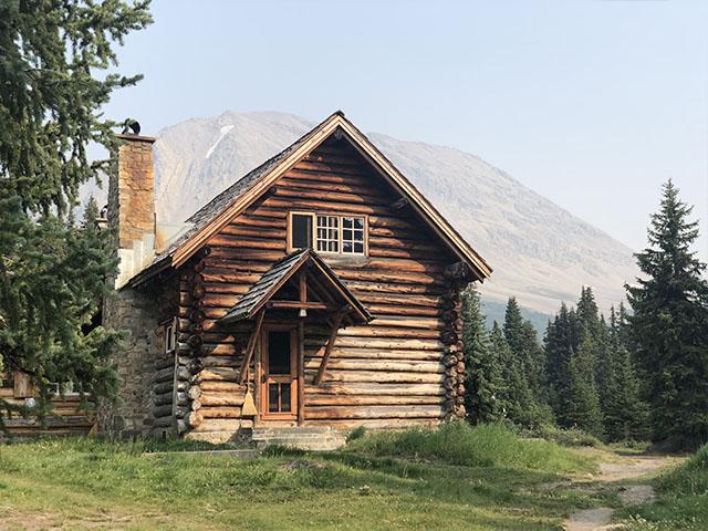 Skoki-Cabin.jpg
