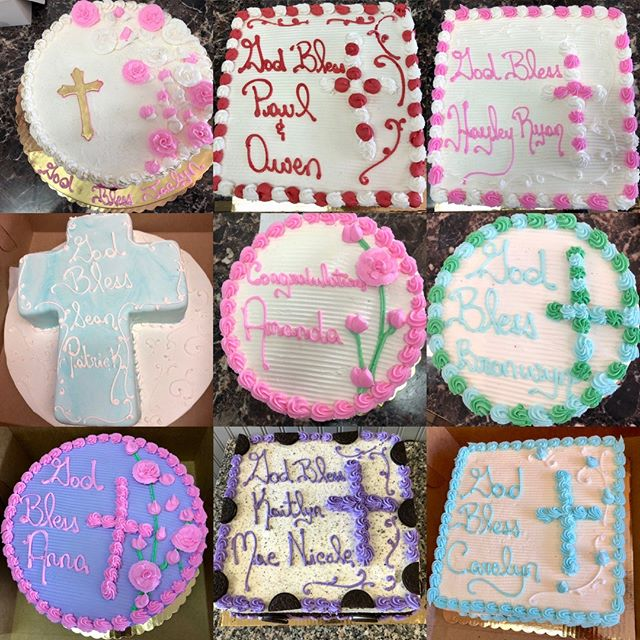 Cakes galore! These are some of the delicious creations from this weekend for families celebrating a Communion - congratulations to all! 😋