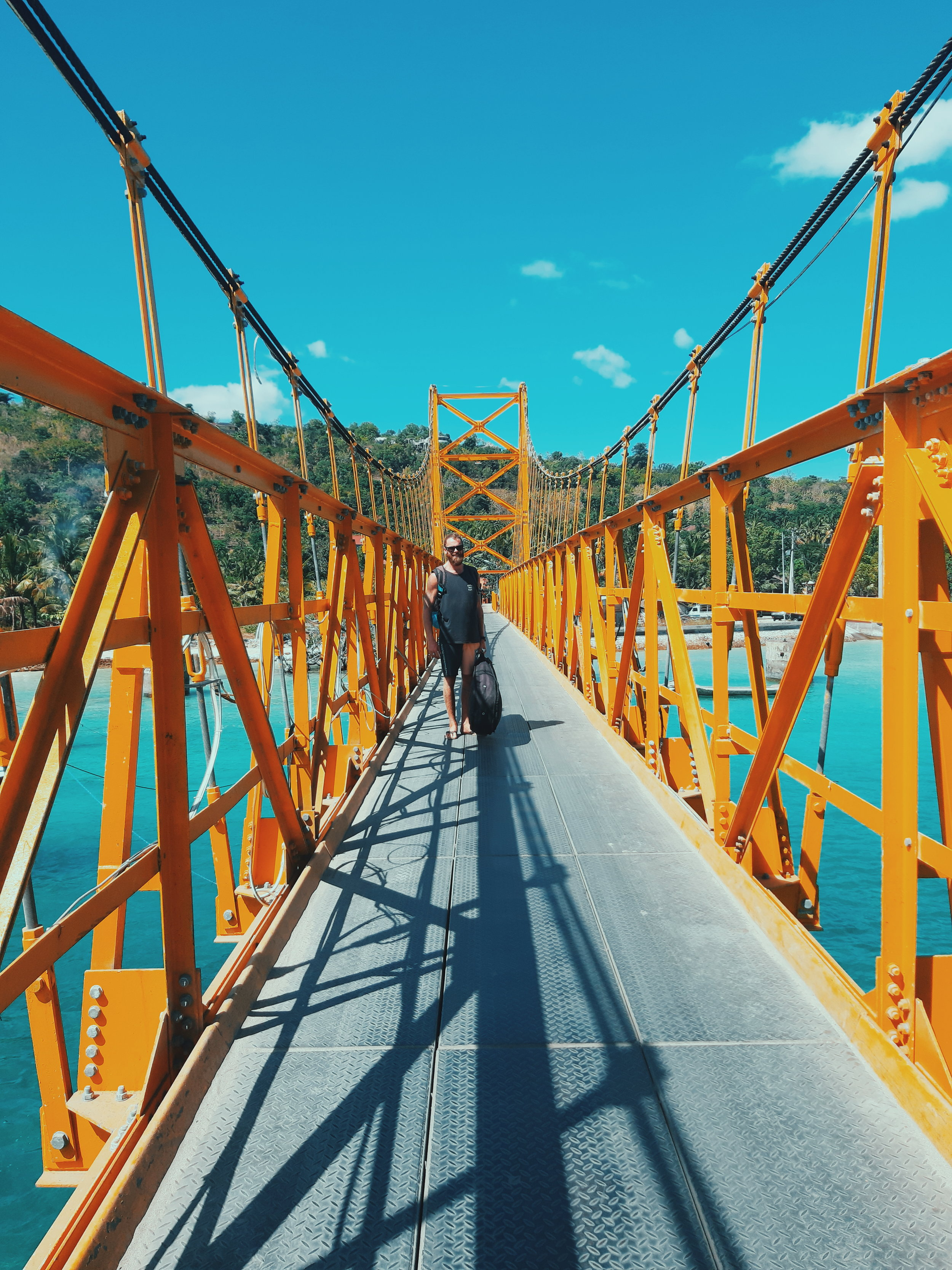 yellow bridge nusa ceningan.jpg