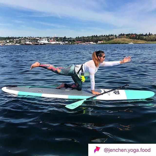 How do you sup? // Sometimes I like to go fast around lake union and get some cardio in. Sometimes I like to tan and then flip to me stomach and tan some more. @jenchen.yoga.food does sup yoga like a badass. Come rent out boards, have a picnic, get a workout in or get some funky tan lines. Stand up paddle boarding is for all // Thanks @jenchen.yoga.food for the love.