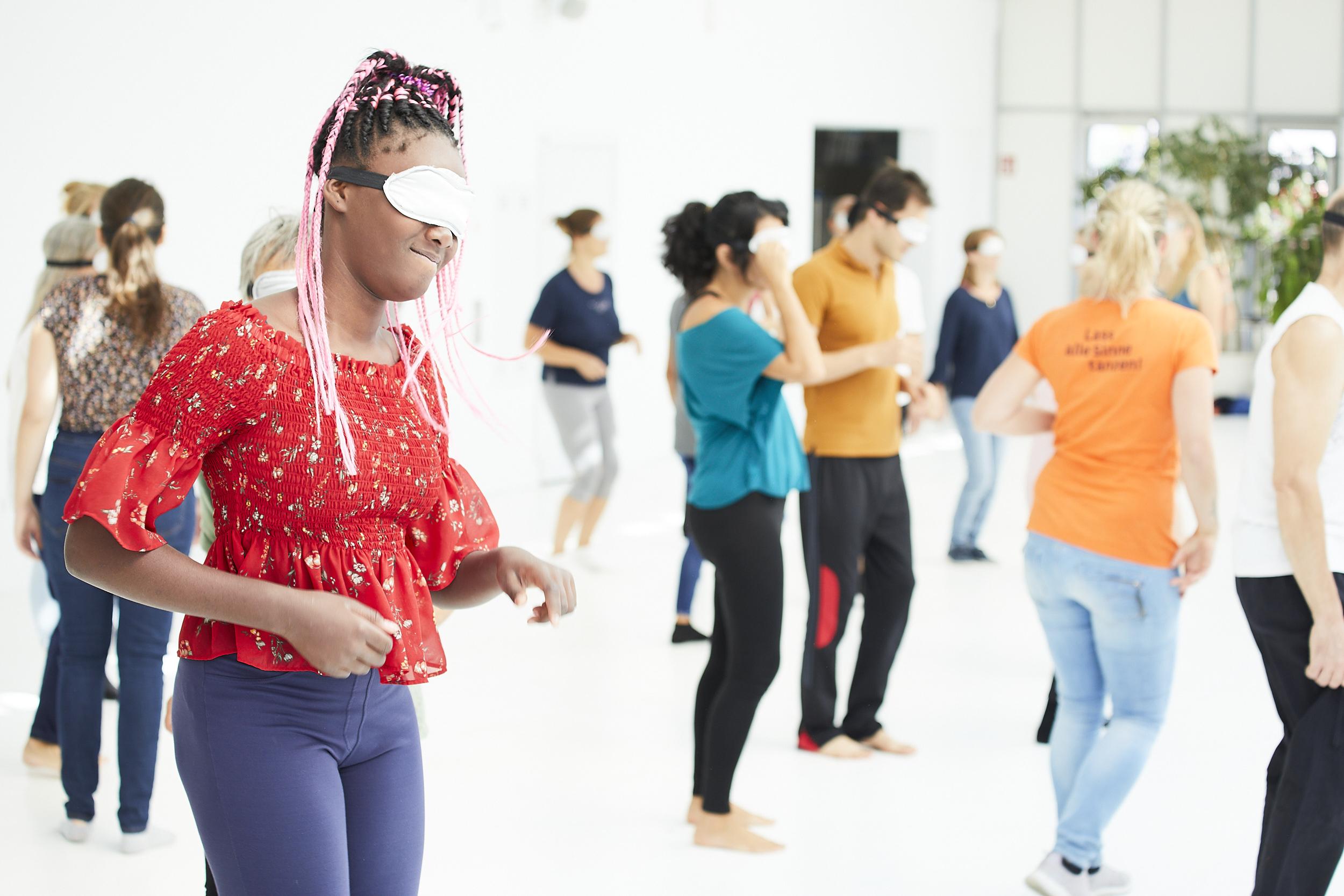 Workshopteilnehmer*innen bei Lillis Ballroom & Tanz die Toleranz