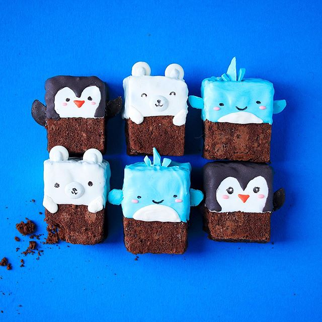 Brownie animals or browniemals? Either way, they're waiting to be eaten! 💖 All of these creatures are themed around the water somehow ☺️🐧🐳🐻⬅️ (there's no polar bear emoji whaaat!) and are 100% edible deliciousness brownie HEAVEN. Trust me and try the recipe which is in the Guardian if you google for it! Yuuuuuuuum. I am currently in the gym and planning on doing some weights after this - I am still extremely weak (like seriously I have no stamina) but I am a lot stronger since starting two months ago. So I'm happy with my progress!! Set your own goals, don't compare to other people (who probably don't have tempting cake round the house ALL the time 😆 but what would you rather have anyway? 😋😋) . . . . #baking #bake #recipe #brownies #brownie #yum #browniecake #food #gbbo #bakingideas #cutebaking #kimjoybakes #happy #happybaking #baker #whale #penguin