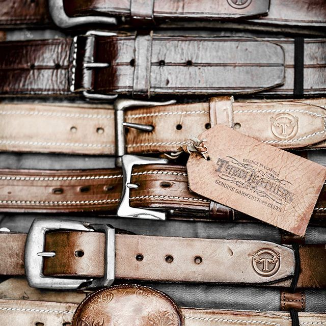PASSION FOR QUALITY 💯With that in mind our exhibitors craft the finest leather pieces. @thedileathers w/@blundstone @ragsandgents . . . #craftedwithpassion #craftmanship #craftedleather #leathercrafting #selvedgerun #zeitgeist #craftedgoods #tradeshow #qualitygarments