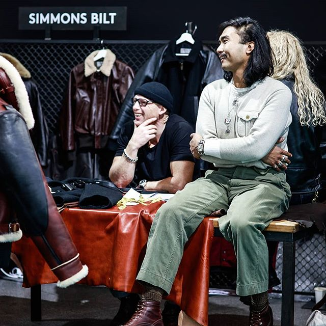 Many thanks to @simmonsbilt for your continued trust and loyalty and for being one of our first exhibitors ever. The brand uses only the highest quality materials and traditional craftsmanship. Garments intended for eternity. Special thanks to @robertnorthson for the great pictures.👌. . . . #simmonsbilt #leatherjacket #vintagestyle #menswear #biker #madeinscotland #selvedgerun #zeitgeist #tradeshow #qualitygoods #craftsmanship