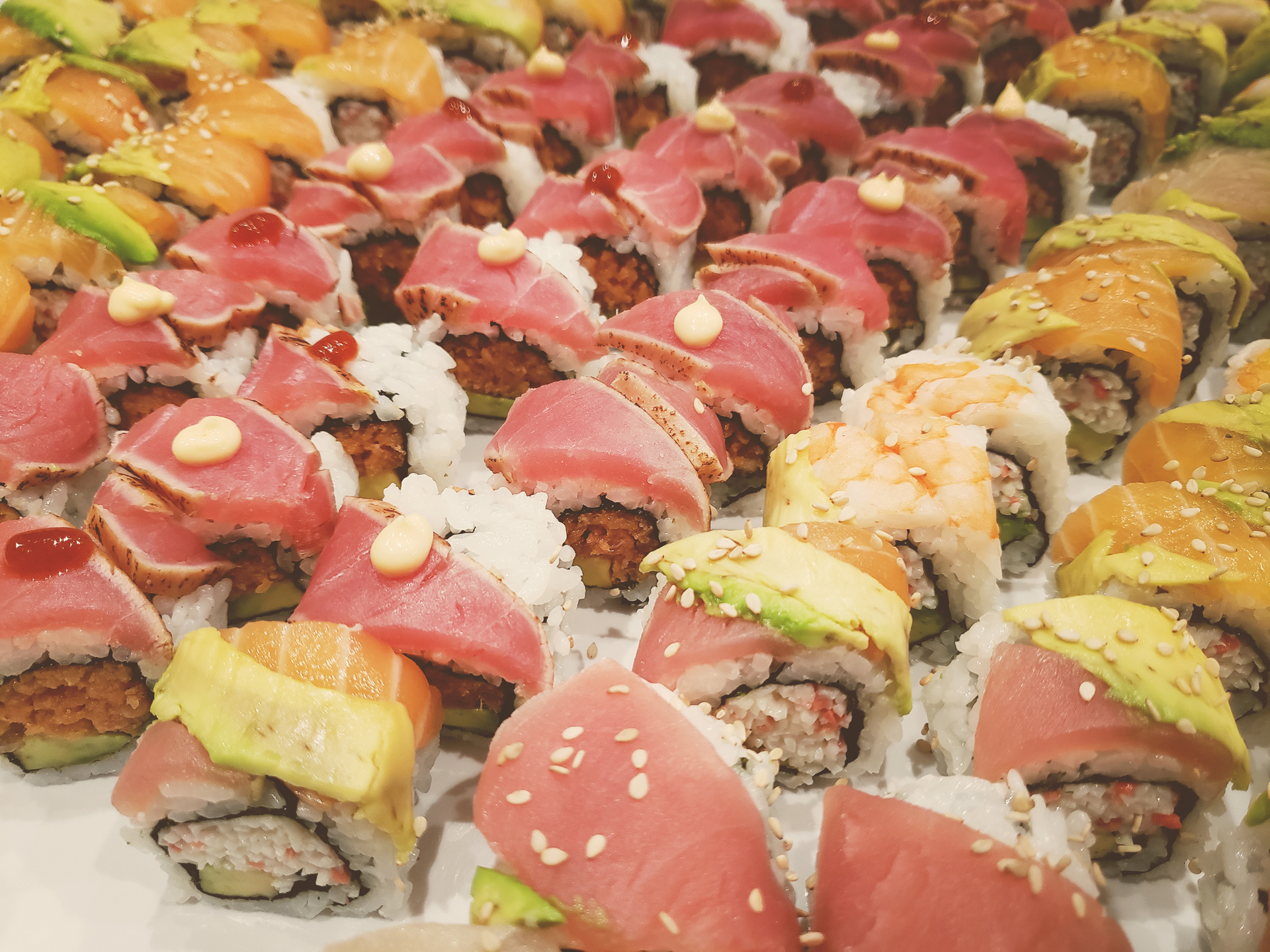 akioni-catering-sushi-sashimi-teppanyaki-luau-authentic-japanese-cuisine-hawaiian-los-angeles.jpg