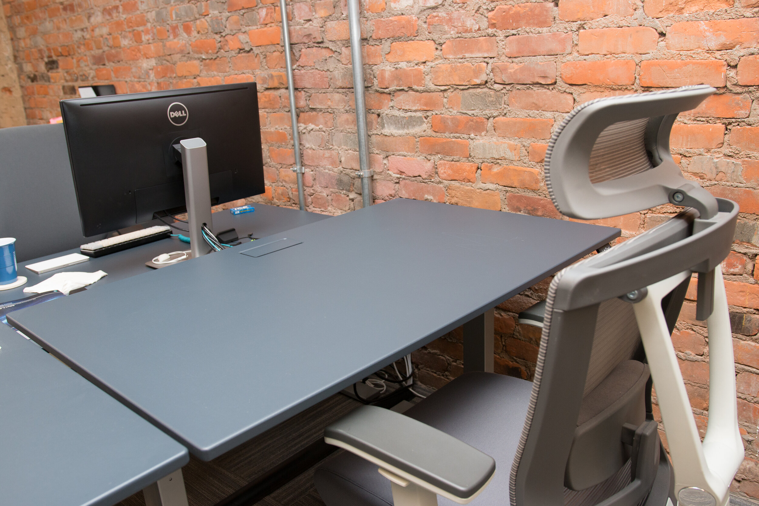Coworking standing desk