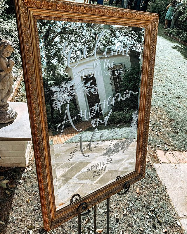 Wedding mirrors maybe hard to capture but they sure are our favorite for weddings! 🥰