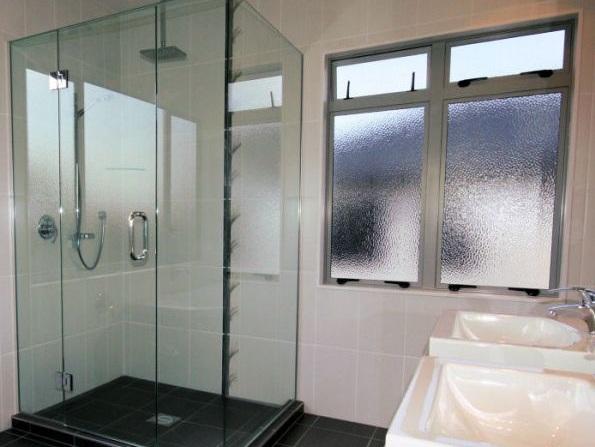 cubicle+shower-frameless-glass.jpg