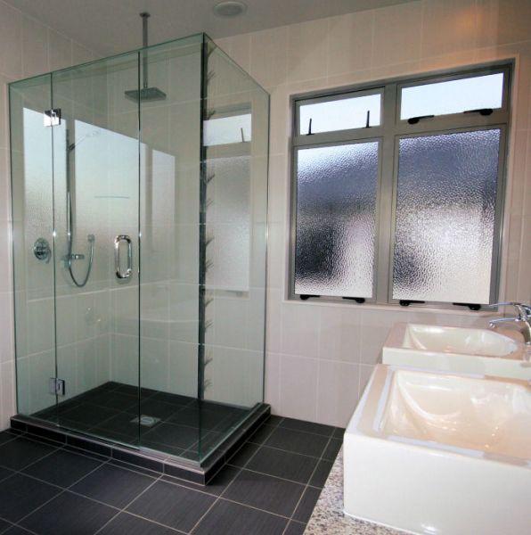 cubicle shower-frameless-glass.jpg