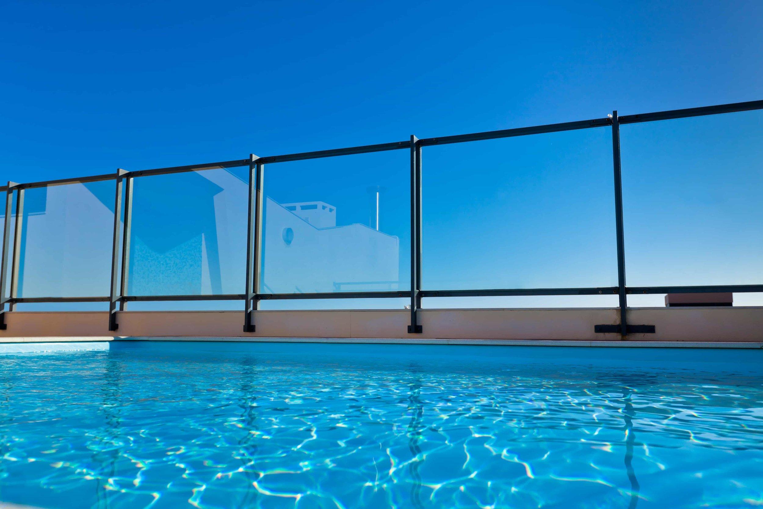 poolside-glass-fencing.jpeg