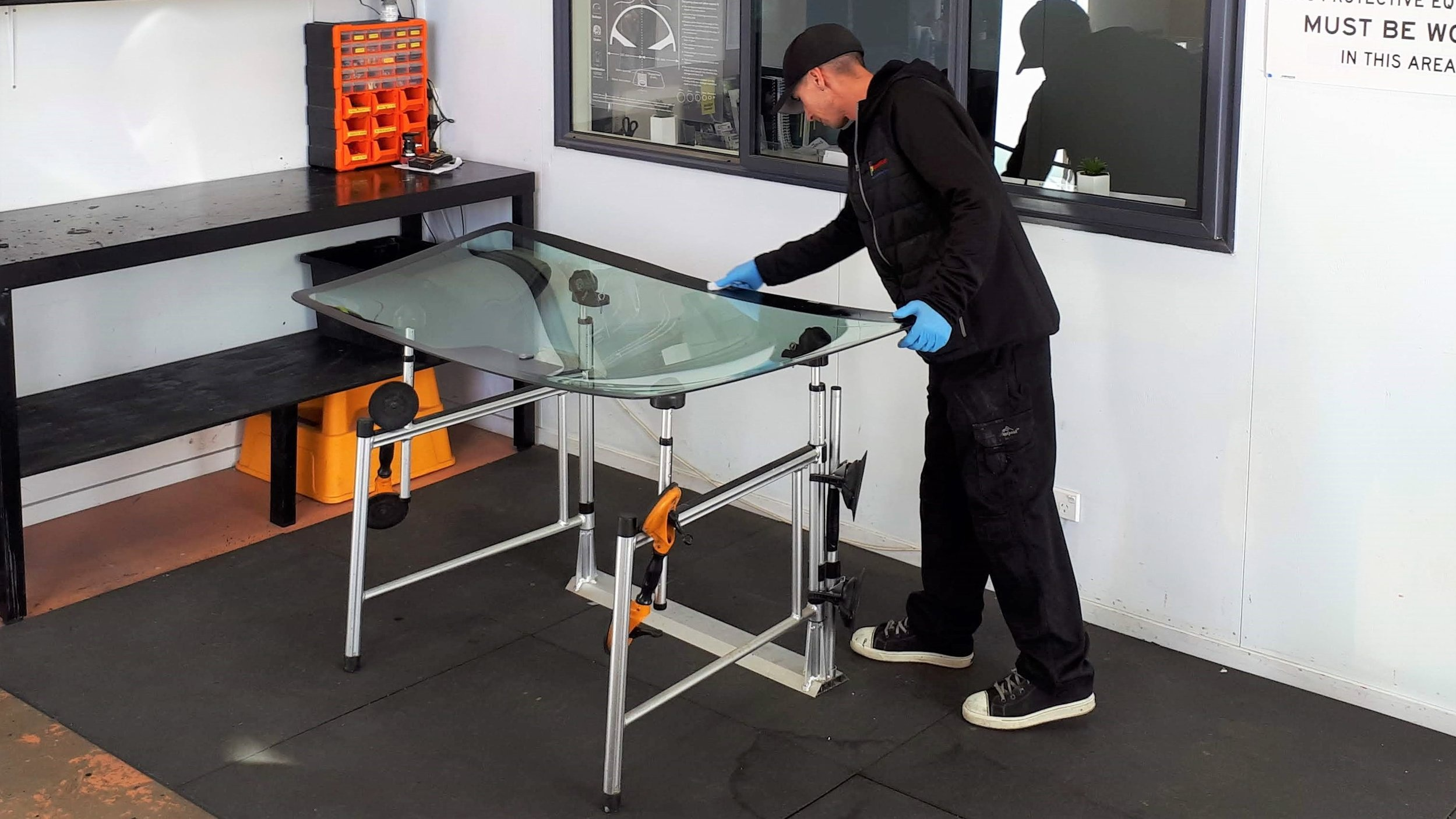 Automotive Glass - Repair & ReplaceMobile Service